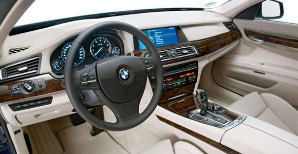 BMW 760i V12 je tu!