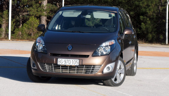 test renault grand scenic 1 9 dci za porodicu sa stilom automagazin. Black Bedroom Furniture Sets. Home Design Ideas