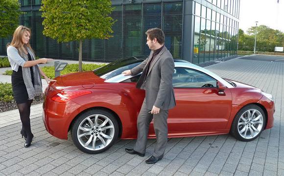 Peugeot RCZ Study: Da li je lepša žena ili automobil?
