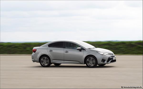 Toyota u Srbiji predstavila novi Avensis i Auris (FOTO)