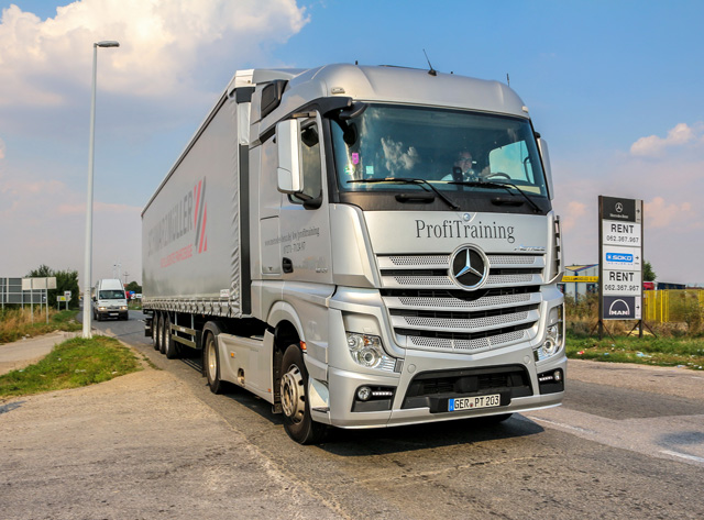 Mercedes benz obuka za voza e kamiona 2017 automagazin for Mercedes benz training program