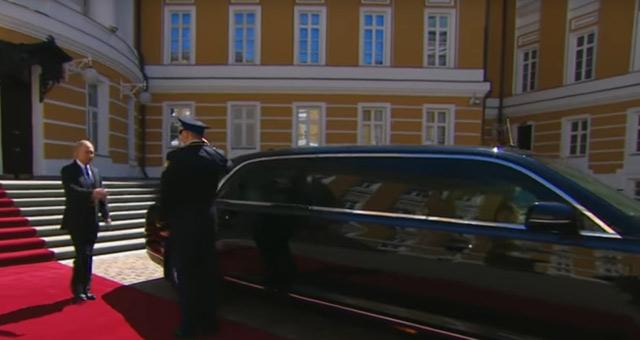 Ovo je nova limuzina Vladimira Putina - dugačka je 7 metara i ima motor od 800 KS